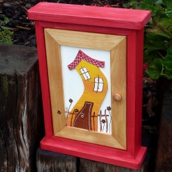 Dřevěná skříňka na klíče DOMEČEK vlčí mák