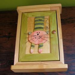 Dřevěná skříňka na klíče MŇOUK