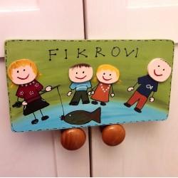 Dřevěná cedulka na dveře rodinka rybáři