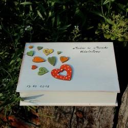 ZAMILOVANÁ dřevěná krabička srdíčkov orange