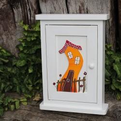 Dřevěná skříňka na klíče DOMEČEK oskárek