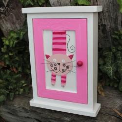Dřevěná skříňka na klíče MŇOUK růžovka