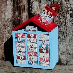 Dřevěný adventní kalendář domeček modrý