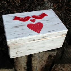 ZAMILOVANÁ dřevěná krabička HOLUBIČKY
