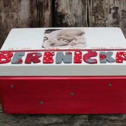 KRABICE na vzpomínky červená - dárek k narození miminka