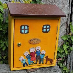 Dřevěná poštovní schránka - sluníčková RODINA