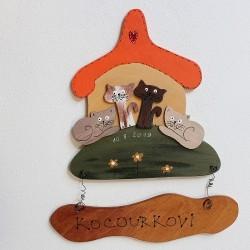 Dřevěná cedulka na dveře KOCOURKOVI