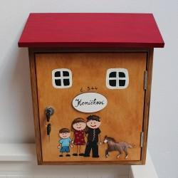 Dřevěná poštovní schránka RODINA a kůň