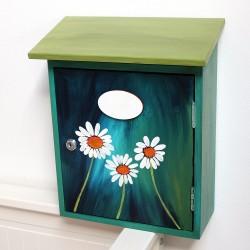 Malovaná poštovní schránka - kopretiny
