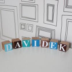 Dřevěné kostky s písmeny