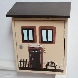 Dřevěná poštovní schránka na míru - DŮM s lavičkou