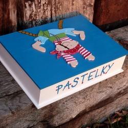 Dřevěná krabička na PASTELKY pro malé piráty