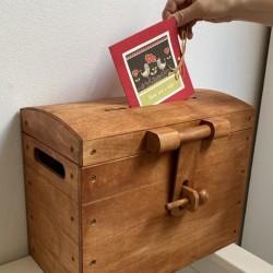 Dřevěná ÓBR svatební pokladnice ořechová