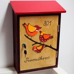 Malovaná poštovní schránka CVRLIKAJÍCÍ červená
