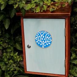 Malovaná dřevěná poštovní schránka s logem