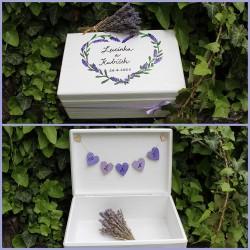 Dřevěná krabička na SVATEBNÍ PŘÁNÍ levandulové srdce