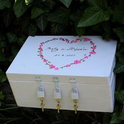 Svatební dřevěná truhlička překvapení srdce - 3 zámky